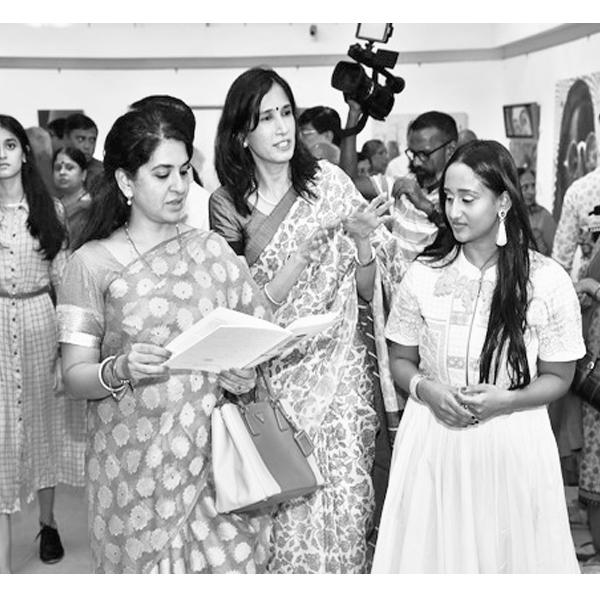 Shiana NC inaugurates the show
